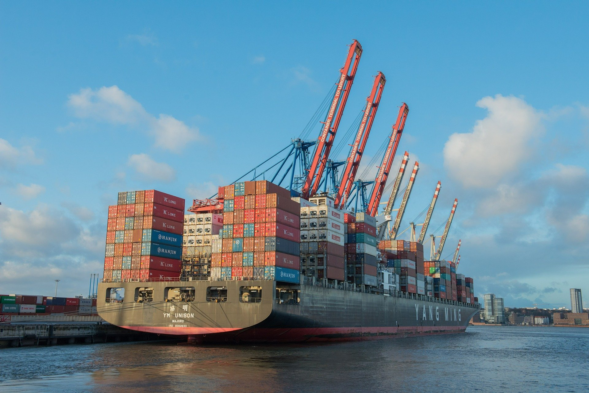 container-ship-596083_1920.jpg